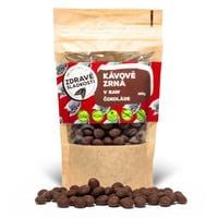 kávové zrná v raw čokoláde